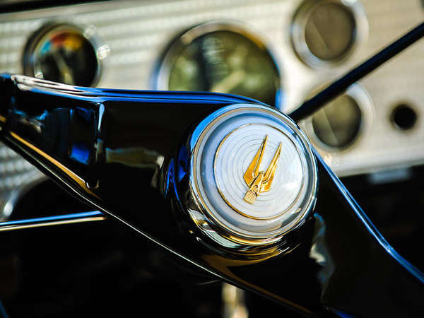 1957-studebaker-golden-hawk-supercharged-sports-coupe-steering-wheel-emblem-jill-reger