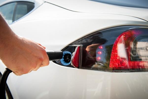 2013-Tesla-Model-S-charging-input-port-750x500