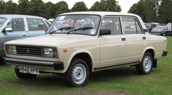 Lada_2107_aka_Lada_Riva_October_1995_1452cc