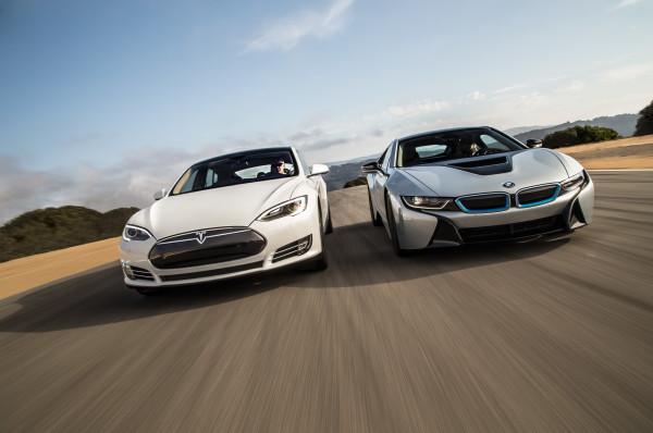 2014-BMW-i8-Tesla-Model-S-front-end-in-motion