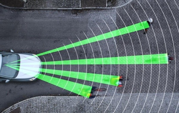 2014-volvo-pedestrian-and-cyclist-detection-system1-600-001