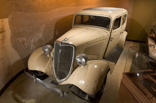 Bonnie_and_Clyde_Death_Car